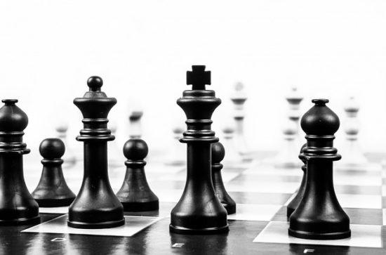 marketing-strategie-erstellung-schachbrett